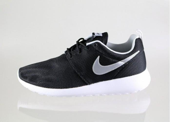 22027fa0 Женские кроссовки Nike Roshe Run (GS) (Black / Metallic Silver - White -