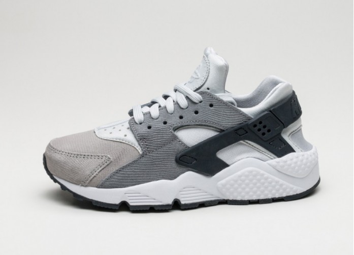 Женские кроссовки Nike Wmns Air Huarache Run PRM (Pure Platinum / Cool Grey - Anthracite - Matt Silver) | Интернет-магазин Sole