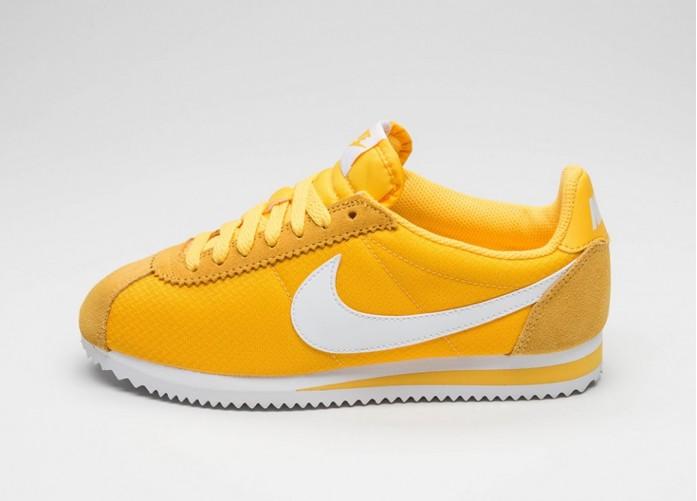 Женские кроссовки Nike Wmns Classic Cortez Nylon (Varsity Maize / White) | Интернет-магазин Sole