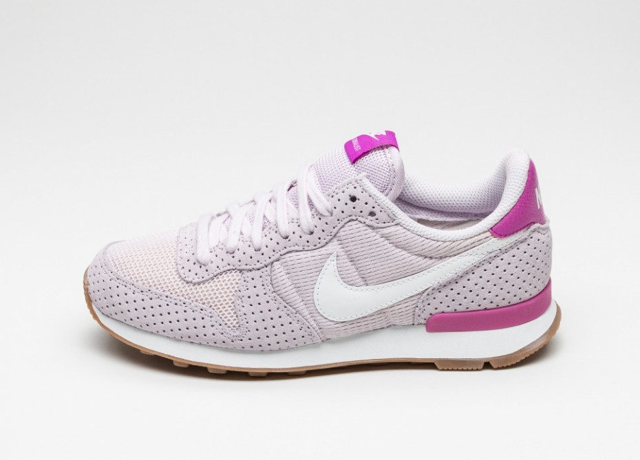 96e76a1c4eea ... closeout nike wmns internationalist bleached lilac summit white gum mid  brown 10052 b26a0