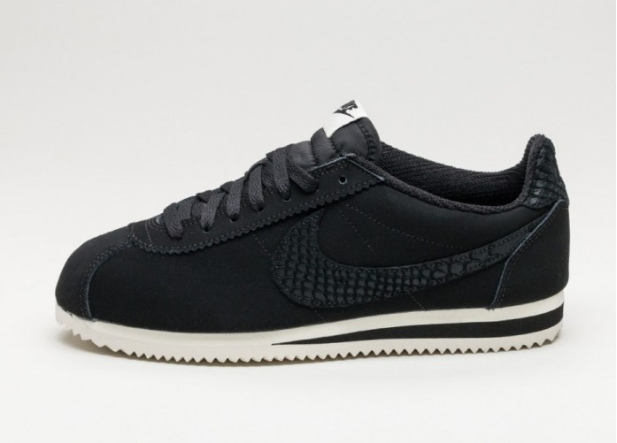 Женские кроссовки Nike Classic Cortez Leather SE (Black / Black - Sail) | Интернет-магазин Sole
