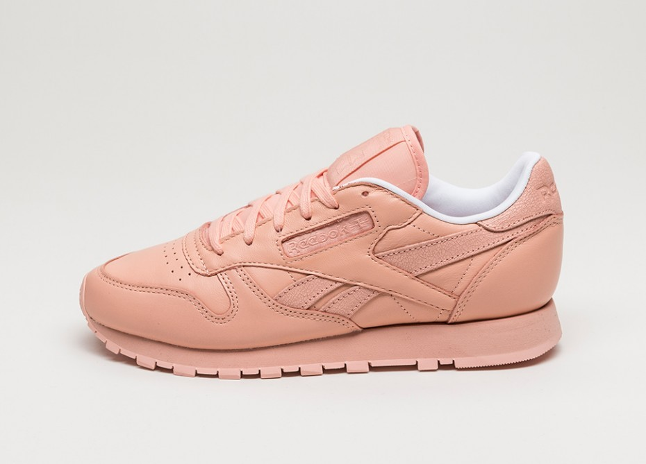 Женские кроссовки Reebok x Face Stockholm Classic Leather Spirit (Modesty    White   Energy) f4e6072037838