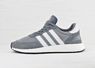 Мужские кроссовки adidas Iniki Runner Boost - Vista Grey/Ftw White/Gum