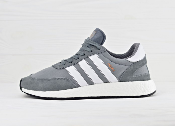 Мужские кроссовки adidas Iniki Runner Boost - Vista Grey/Ftw White/Gum | Интернет-магазин Sole