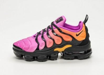 Кроссовки Nike Wmns Air Vapormax Plus - Black / Black - Fuchsia Blast - Rush Coral