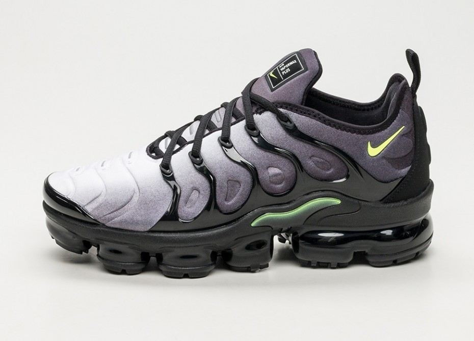 583eb874 Кроссовки Nike Air Vapormax Plus - Black / Volt - White | Интернет-магазин  Sole