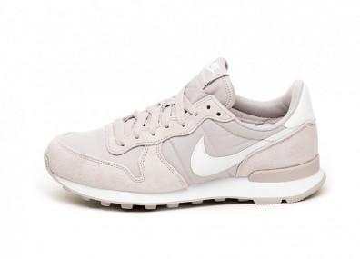 Кроссовки Nike Wmns Internationalist (Violet Ash / White)