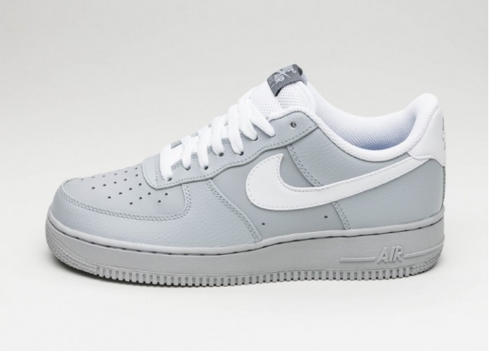 Мужские кроссовки Nike Air Force 1 ´07 (Wolf Grey / White - Dark Grey - Game Royal) | Интернет-магазин Sole