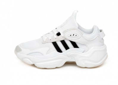 Кроссовки adidas Magmur Runner W (Ftwr White / Core Black / Grey Two)