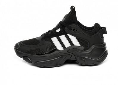 Кроссовки adidas Magmur Runner W (Core Black / Ftwr White / Grey Two)