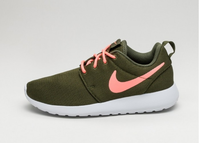 Женские кроссовки Nike Wmns Roshe One (Legion Green / Lava Glow - White) | Интернет-магазин Sole