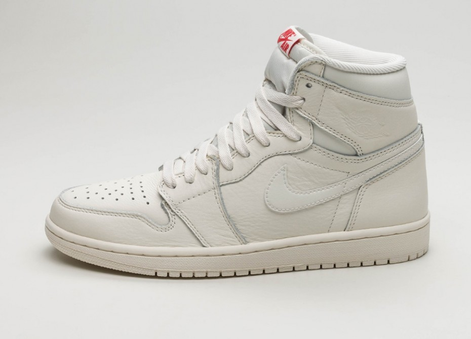 Мужские кроссовки Nike Air Jordan 1 Retro High OG (Sail   University Red)   bde2a4f45e9