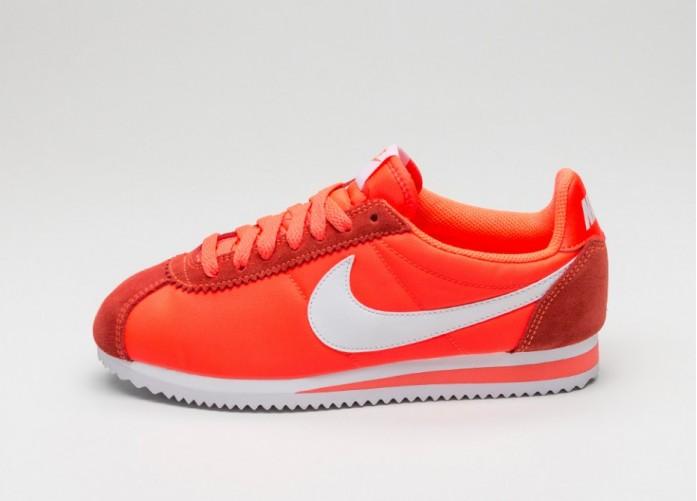 Мужские кроссовки Nike Wmns Classic Cortez Nylon (Total Crimson / White) | Интернет-магазин Sole