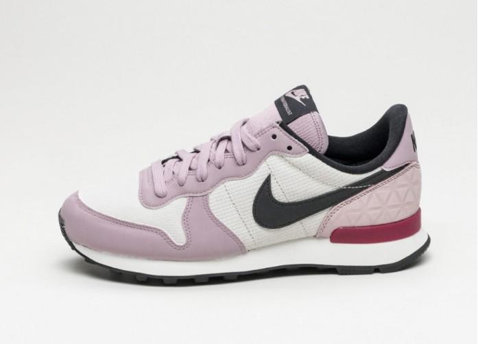 Мужские кроссовки Nike Wmns Internationalist PRM (Light Bone / Black - Plum Fog - Summit White) | Интернет-магазин Sole