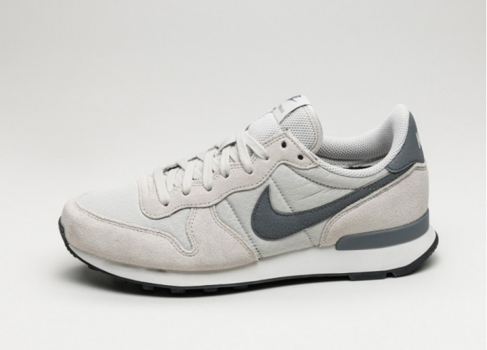 Женские кроссовки Nike Wmns Internationalist (Light Bone / Cool Grey - Summit White - Black) | Интернет-магазин Sole
