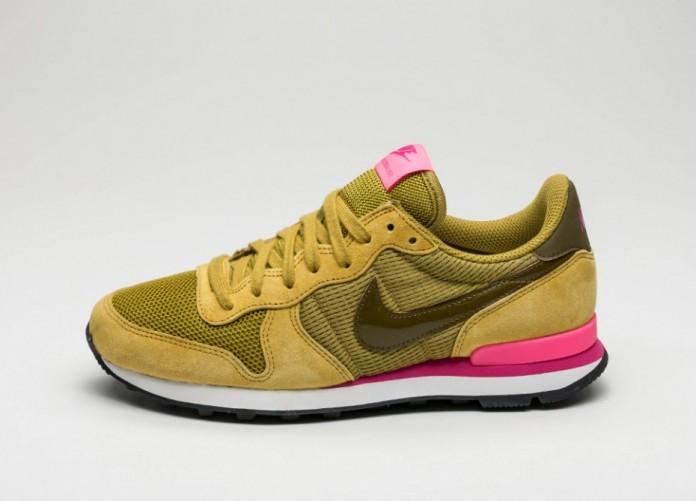Мужские кроссовки Nike Wmns Internationalist (Peat Moss / Olive Flak - Digital Pink) | Интернет-магазин Sole