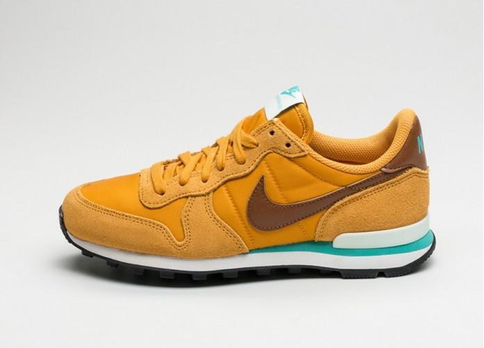 Женские кроссовки Nike Wmns Internationalist (Gold Leaf / Hazelnut - Barely Green) | Интернет-магазин Sole