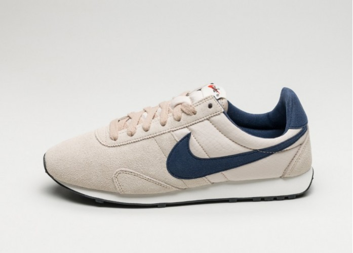 Женские кроссовки Nike Wmns Pre Montreal Racer Vntg (Oatmeal / Binary Blue - Sail - Black) | Интернет-магазин Sole