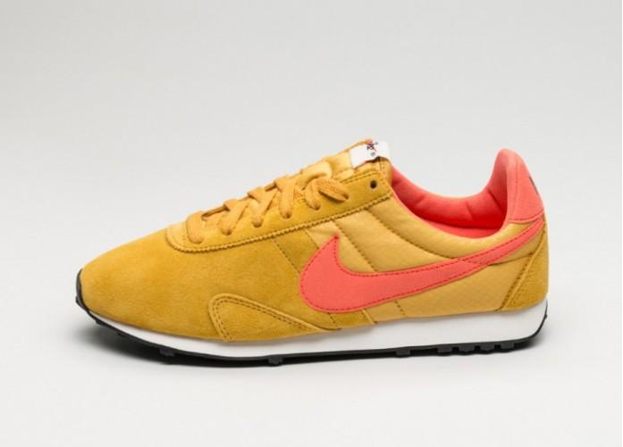 Женские кроссовки Nike Wmns Pre Montreal Racer Vntg (Gold Dart / Total Crimson - Sail - Black) | Интернет-магазин Sole