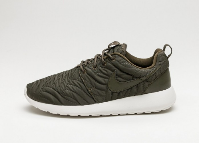 Мужские кроссовки Nike Wmns Roshe One PRM (Dark Loden / Dark Loden - Ivory) | Интернет-магазин Sole